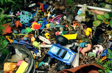 'Tis The Season To Say No To Plastic Toys